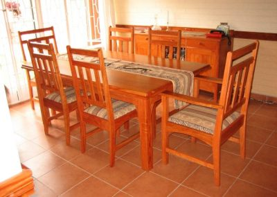dinningroom table chairs1